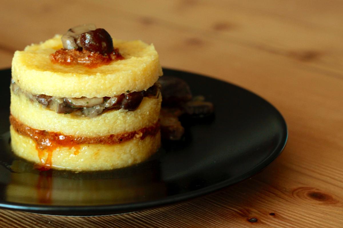 bottegheria-ricetta-polenta-ragu-di-cinta-senese-funghi