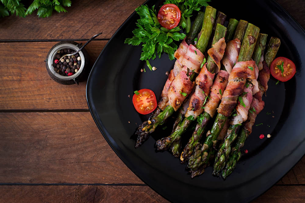 Involtini crudo e asparagi